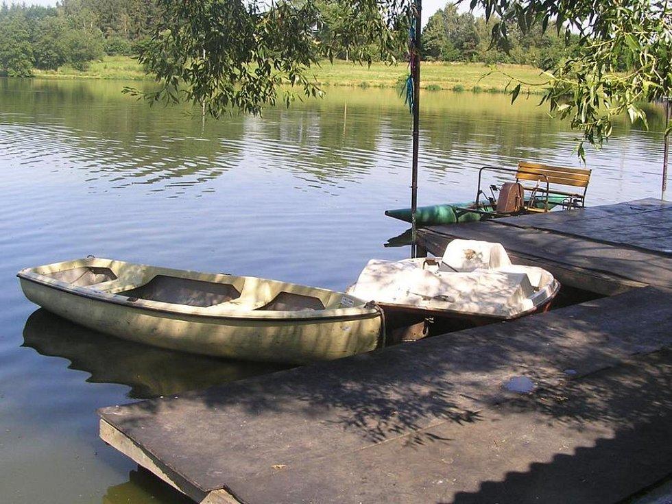 Kemp u rybníku Valcha