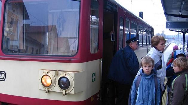 Vlakové čety na Vlašimce končí. Strojvedoucí  zůstane sám