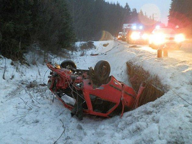 Dopravní nehoda tří aut na I/3 mezi Oldřichovcem a Miličínem se stala ve středu ráno před 6. hodinou.