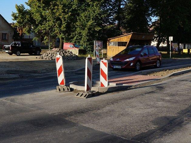 Silnice v Domašíně bude pro chodce bezpečnější.