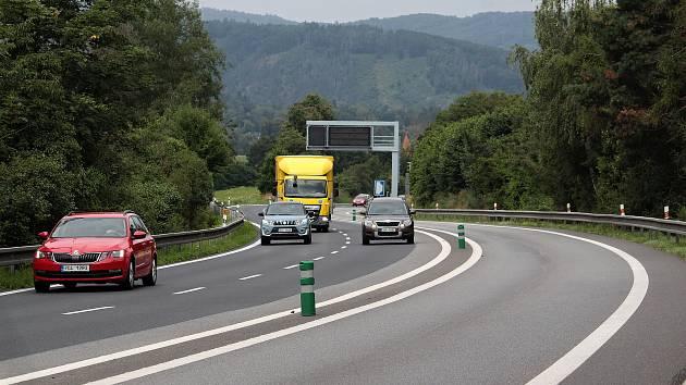 Úsek silnice I/3 od Poříčí nad Sázavou do Tužinky.