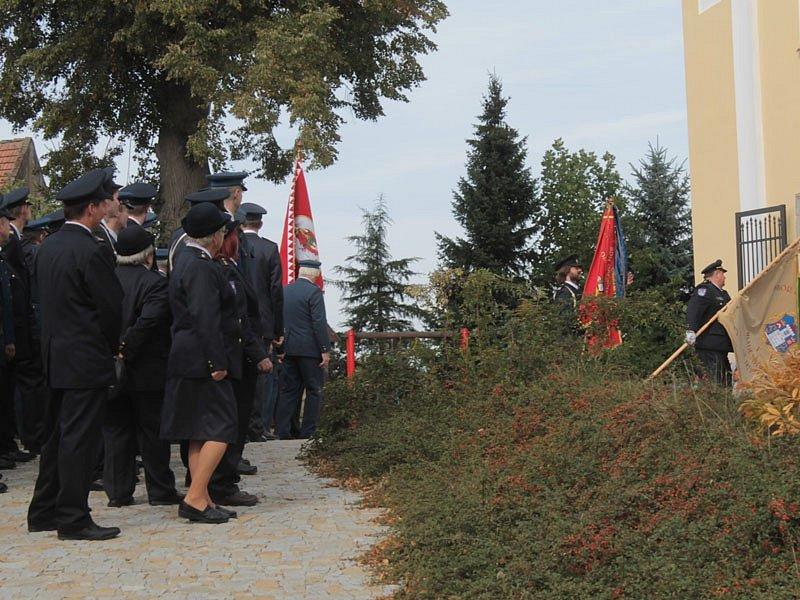 Žehnání hasičským praporům v Kamberku.