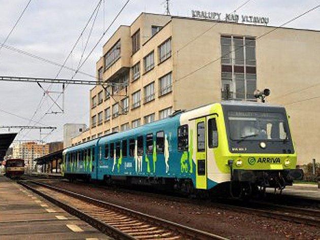 V jízdním řádu by od letošního 14. prosince do 12. prosince 2015 vyjížděl z Benešova první motorový spěšný vlak do Prahy ve všedních dnech po 5. hodině  a poslední dorazil před 21. hodinou.