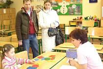 Poznávání tvarů, barev nebo čísel. To byl jeden z mnoha úkolů, které děti u zápisu do prvních tříd plnily. Většině z nich to šlo hravě.  Za odměnu dostávaly také sladké odměny