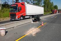 Nehoda motocyklu a kamionu na dálnici D1 na úrovni Senohrab a Hrusic.
