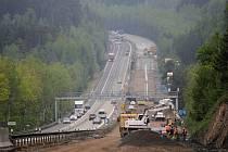 Práce na rekonstrukci dálnice D1 nepřerušil ani víkend.