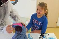 Na projektovém dni Nemocnice pro plyšáky se z dětí z mateřinky MiniSvět na chvíli stali lékaři a sestřičky.