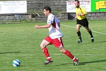 Patrik Rezek. Kapitán a defenzivní záložník divizních Votic je v týmu největším sběratelem karet (osm žlutých a jedna červená). Vstřelil také tři góly a pro trenéra Čabalu je nepostradatelný