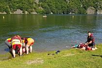 Hasiči opět prověřovali spolupráci s vodními záchranáři na Slapech.