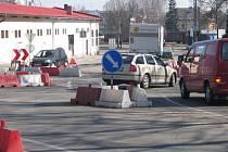 Kruhový objezd u Katušky (ulice Konopišťská, Hodějovského, Ke Stadionu) je zrušený.