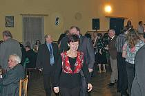 Na sobotním hasičském plese v Nesvačilech bylo v sále hospody U Štěpánků půl hodiny po začátku plno.