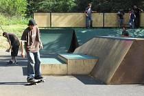 Skvělý počin města Votice – nová atrakce pro vyznavače skateboardingu nebo jezdce na online bruslích