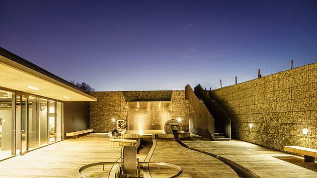 Vodní dům v Hulicích je nejen architektonicky zajímavá stavba, ale i atraktivní místo pro výlety.