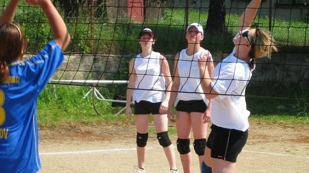 Základní škola Postupice uspořádala turnaj v odbíjené děvčat