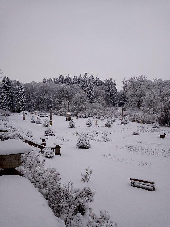 Pohled na zasněženou Růžovou zahradu na Konopišti zaslala Renata Lukešová.