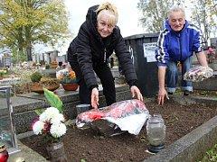Volné dny využili pozůstalí k návštěvám hrobů svých blízkých.