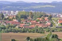 Ilustrační foto: Takhle město na Blanici uvidíte, pokud se podíváte od Kladrub. V popředí jsou Pavlovice