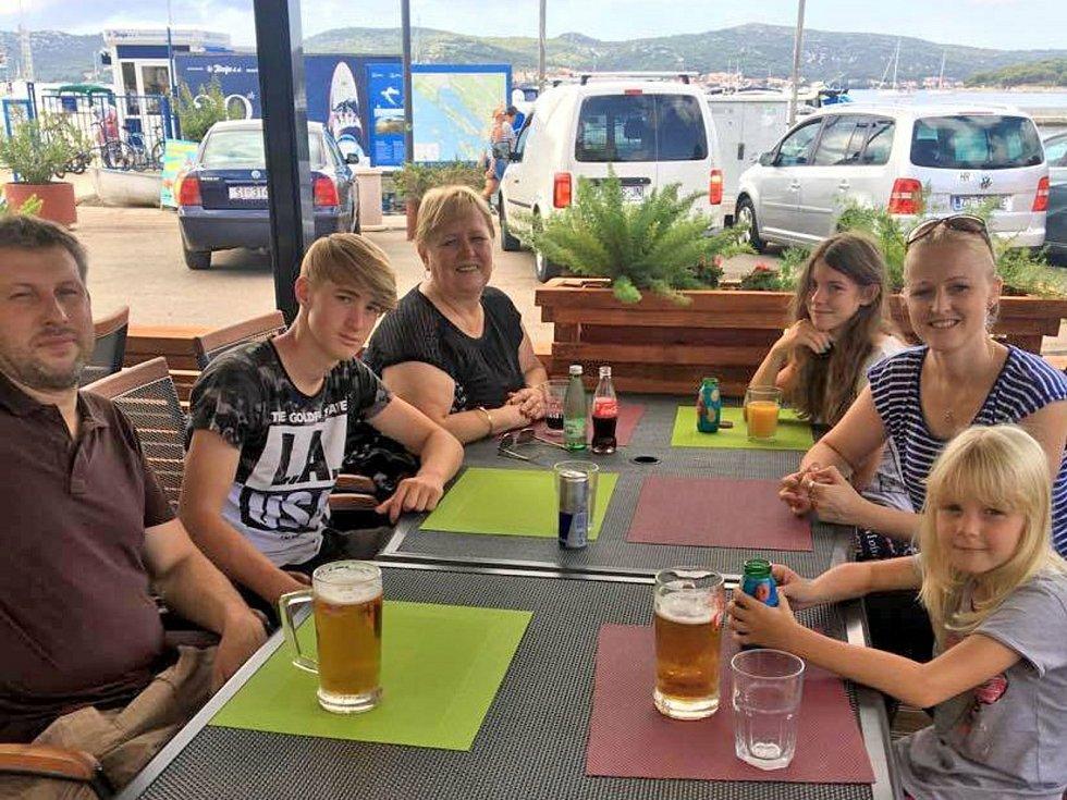 Filip Strnad s rodinou na prázdninách.