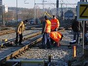 Tisícům cestujících ztrpčila nehoda páteční cestování