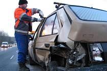 U Mrače se srazily tři vozidla. Takto dopadlo jedno z nich