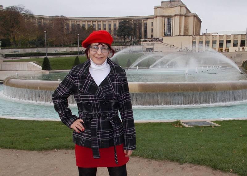 Martina Fišerová před Palácem Chaillot.