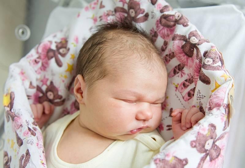 Natálie Frišová z Poděbrad se narodila v nymburské porodnici 16. července 2021 v 10.21 hodin s váhou 4450 g a mírou 53 cm. Prvorozená holčička pojede domů s maminkou Kamilou a tatínkem Robertem.