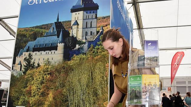 Stánek Středočeské centrály cestovního ruchu na na veletrhu cestovního ruchu Holiday World v pražských Holešovicích v únoru 2019.