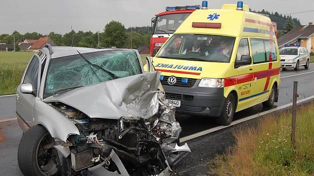 Řidič Škody Octavie utrpěl při nehodě zranění neslučitelná se životem. Silnice E55 si tak vyžádala další oběť. Ilustrační foto.