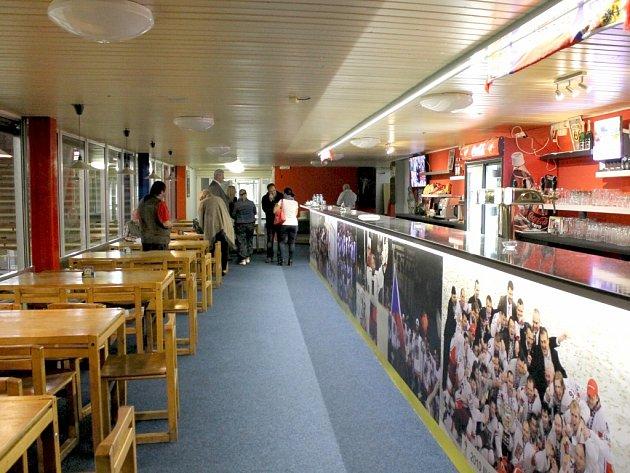 Restaurace zimního stadionu v Benešově.