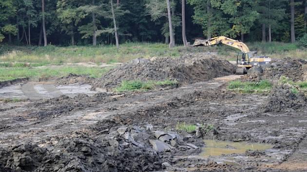 Odbahňování Konopišťského rybníka.