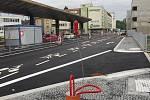 Nádražní ulice v Benešově, jehož dominantami se stávají parkovací dům a dopravní terminál.