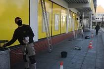 Práce na údržbě obchodního domu ve Vlašimi.