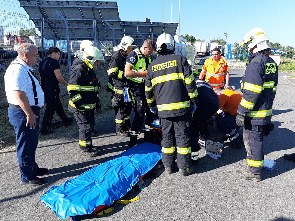 Při výbuchu propanbutanu se vážně popálila jedna osoba.