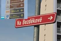 Ukázka současného nejednotného informačního a orientačního systému v Benešově.