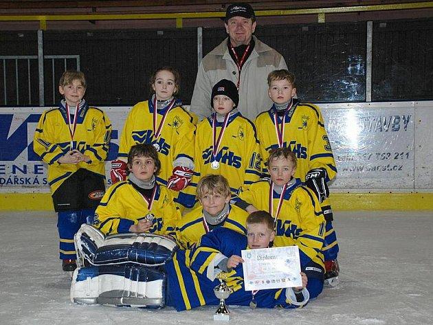 Stříbrný tým modrých Benešáčků - i když ve žlutých dresech (Tábor měl ve finále modré).