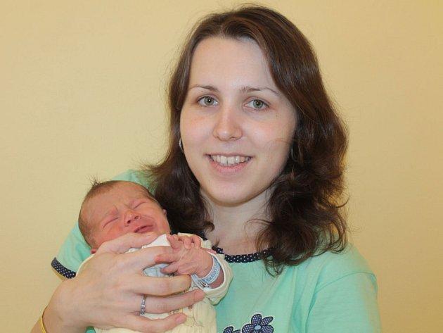 Manželé Pavlína a Petr Šachovi z Votic se v úterý 8. prosince v 8.08 stali rodiči prvorozeného syna Petra. Při příchodu na tento svět vážil 3,19 kilogramu a měřil 47 centimetrů.