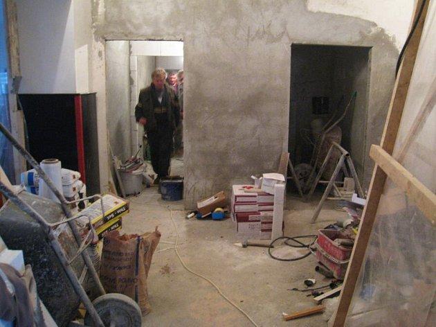 Budování bezbariérového přístupu k toaletám u divadelního sálu Hotelu Pošta
