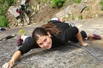 Jako nejhezčí cestu v lomu v Měsíčním údolí označují horolezci Zdenčinu. Je to výborně jištěná a dlouhá šestka
