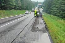 Oprava silnice mezi Miličínem a Oldřichovcem.
