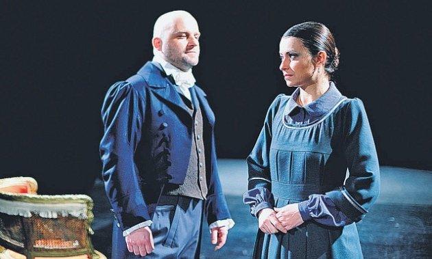 Evellyn Pacoláková v jedné ze scén s Hynkem Čermákem.