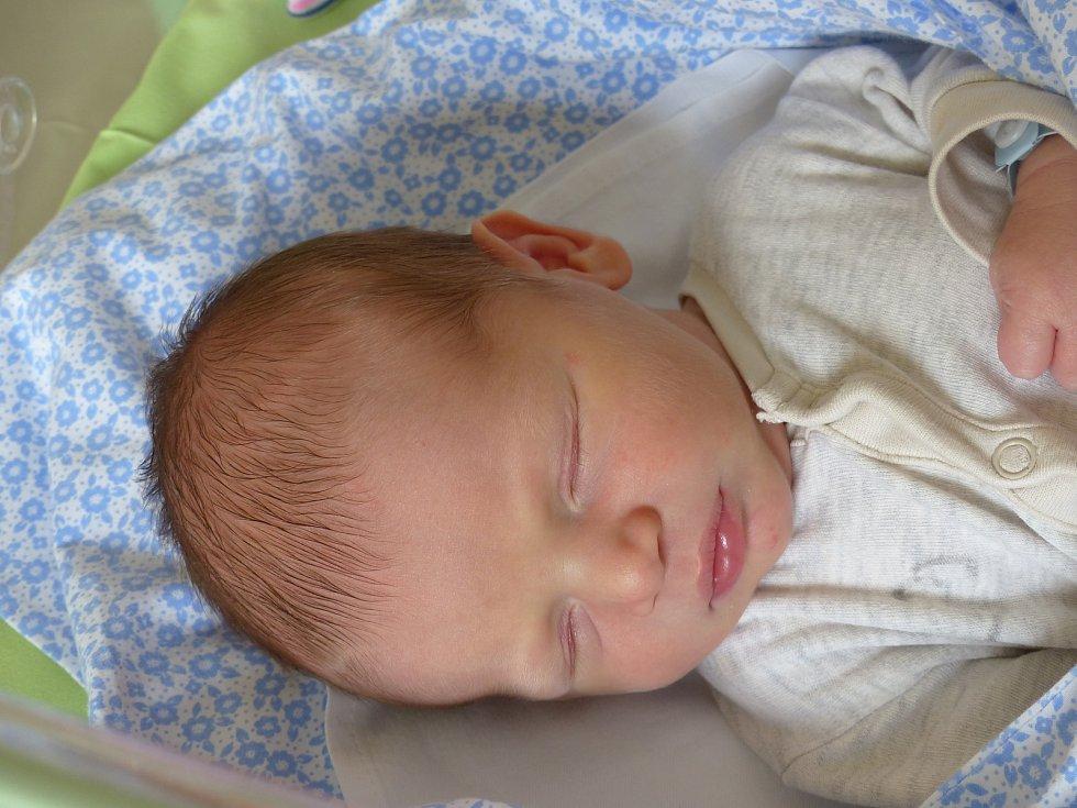 Jakub Gembiczki se narodil 26. dubna 2021 v kolínské porodnici, vážil 3450 g a měřil 51 cm. Do Mrzek si ho odvezla maminka Linda a tatínek Zbyněk.