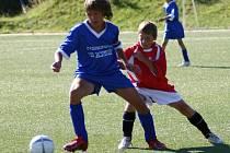 Benešovský kapitán Marek Kubín (vlevo) vstřelil dva góly, které ale na body nestačily. Po zápase se smál týnecký Jan Mentel