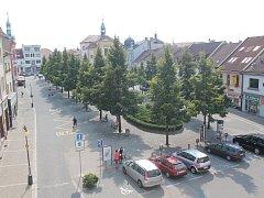Centrum Benešova, pohled na Masarykovo náměstí z oken radnice.