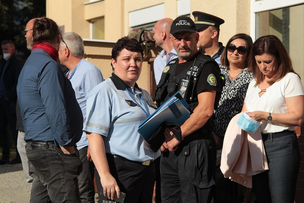 Ze cvičení policistů v benešovské nemocnici s názvem Amok.