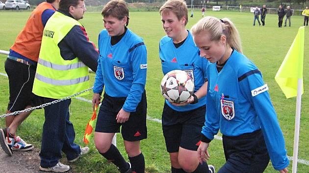 V Divišově rozhodovaly rozhodčí ženy - zprava Lucie Šulcová, Pavla Navrátilová a Dagmar Žáková.