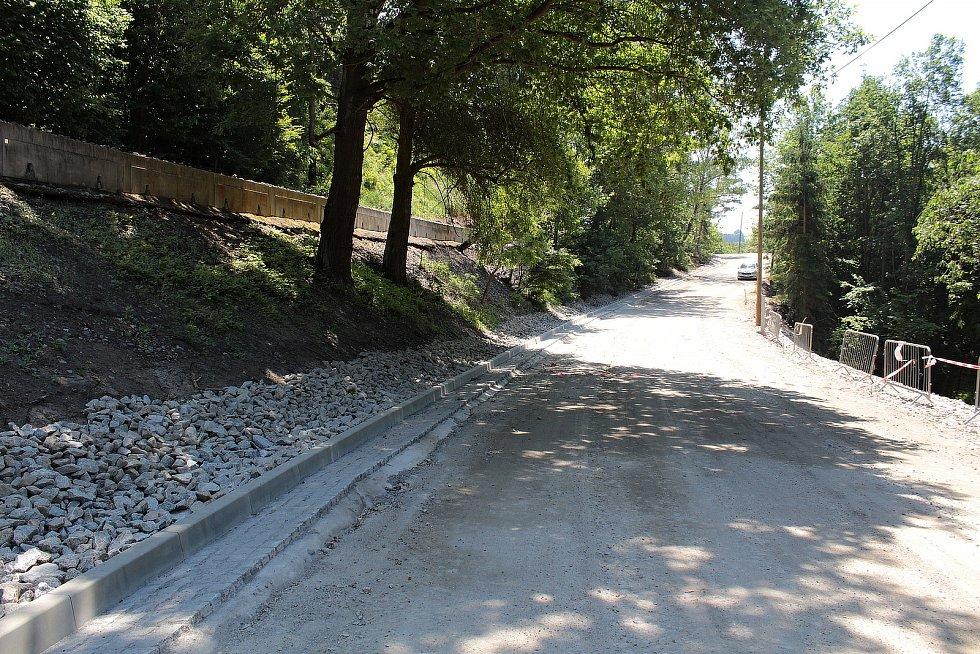 Rekonstrukce silnice II/106 v úseku u krhanického lomu.