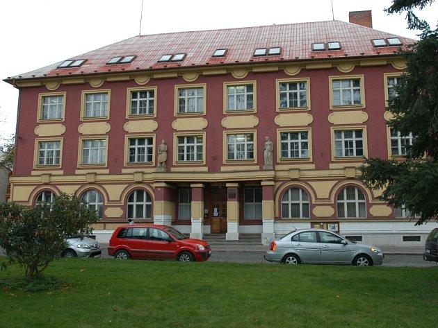 Od začátku prosince loňského roku má budova bývalé benešovské pobočky VZP nového majitele.