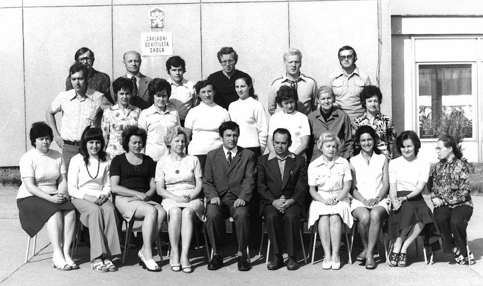Z historie základní školy v Dolních Kralovicích.