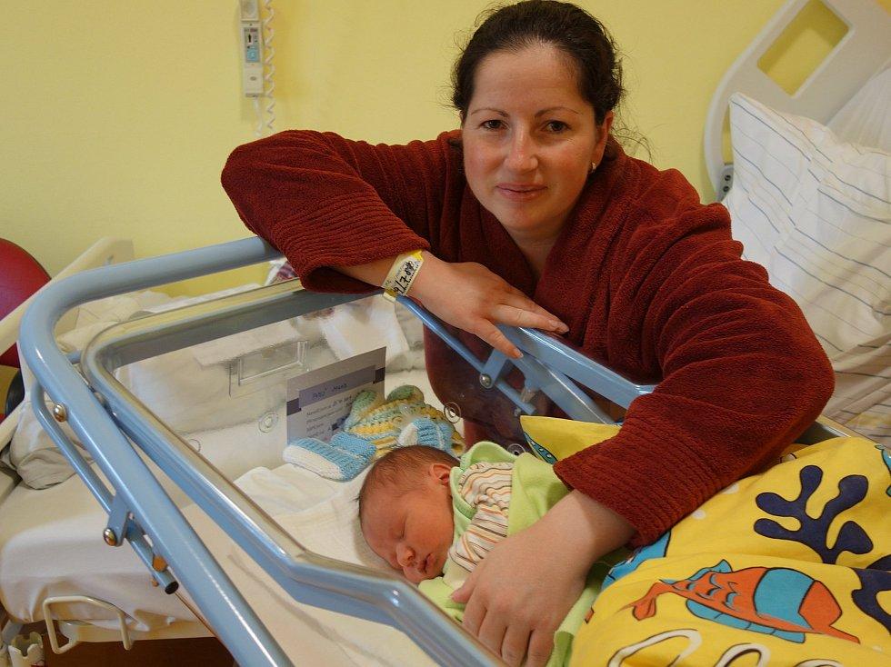 Jakub Papež se rodičům Martině a Vladimírovi Papežovým narodil 25. října 2019 ve 20 hodin a 6 minut, vážil 3530 gramů a měřil 49 centimetrů. Doma v Čechticích má brášku Vládíka (3).