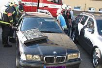 Ve čtvrtek odpoledne vyprošťovali benešovští hasiči dítě z uzamčeného auta.